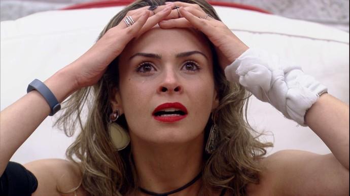 Ana Paula chocada